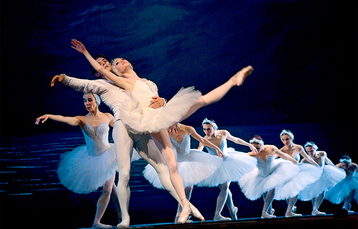 Dancers in the St. Petersburg Ballet wearing all white with large white tutus.