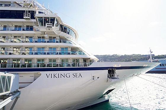 Starboard bow of Viking Sea